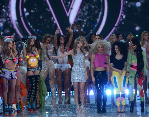 taylor-swift-victoria-secret-angels-victoria-secret-fashion-show