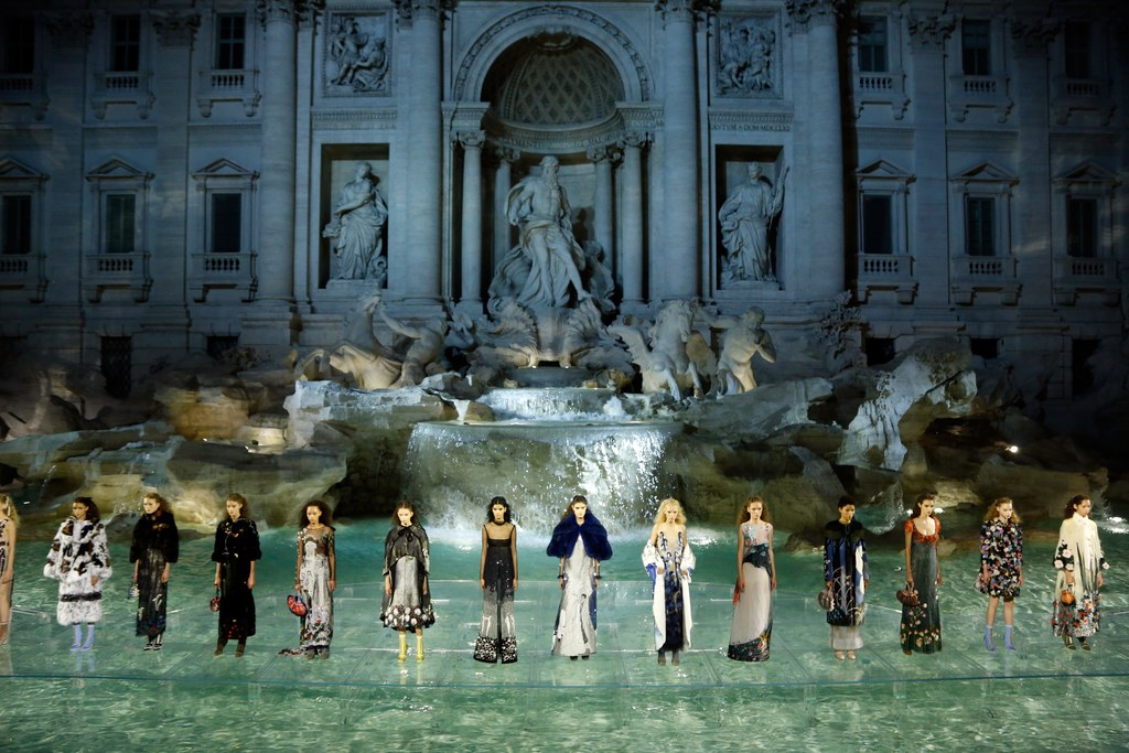 Fendi Fashion Show: desfile sobre as águas da Fontana di Trevi